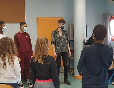 Singe en atelier avec la chorale du collège Madeleine Renaud (Serris) © DR