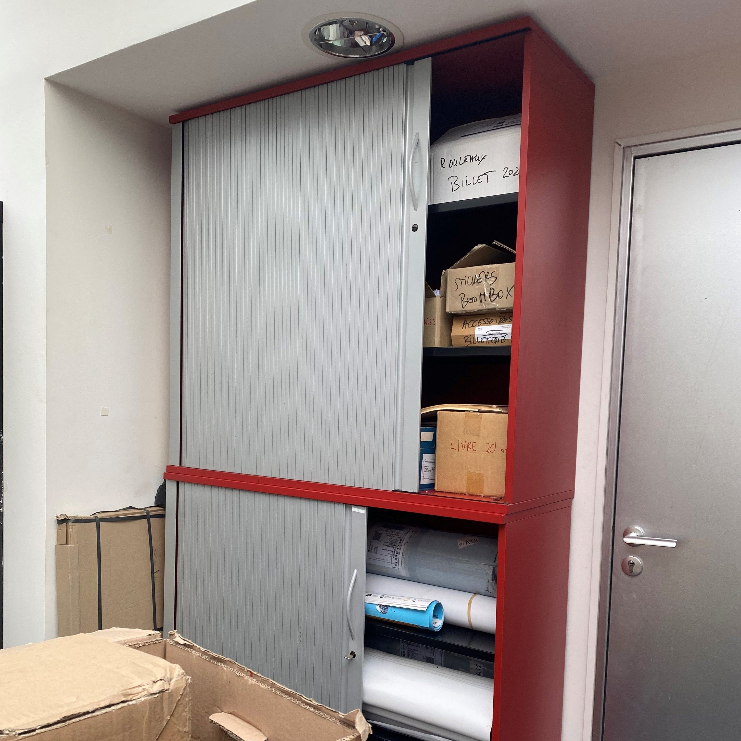 File7 s'est équipé en mobilier en matériaux de récup' dans ses bureaux © DR